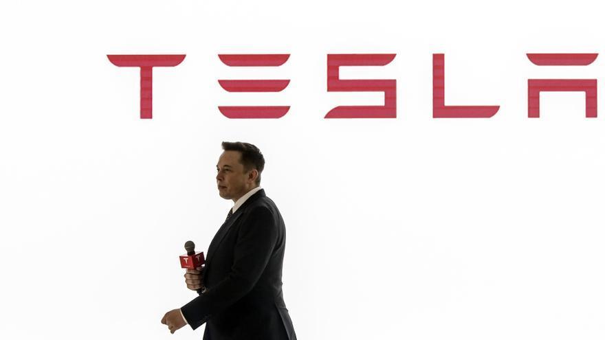 Elon Musk durante una presentación de Tesla