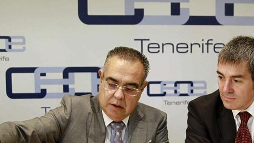 José Carlos Francisco, de CEOE-Tenerife, y Fernando Clavijo, en una foto de archivo
