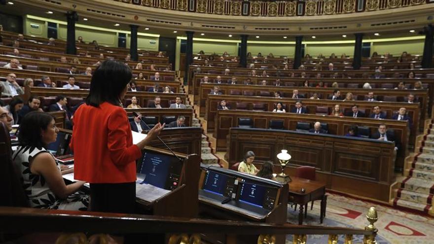 """Robles se estrena pidiendo a Rajoy que asuma responsabilidad por """"su"""" amnistía fiscal"""