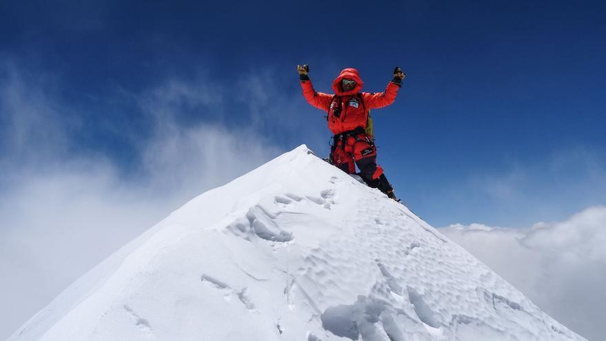 Ferran Latorre en la cima del Makalu (© Hans Wenzl).