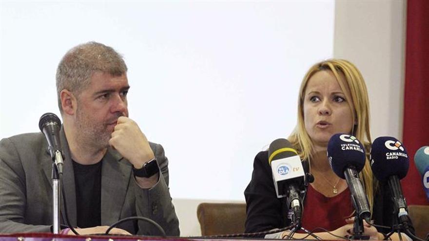El secretario general de CCOO, Unai Sordo, y la portavoz de CCOO Canarias, Ester Martin.