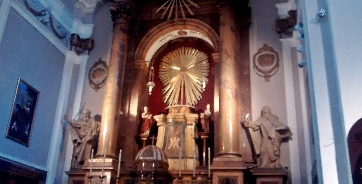 Trono de la Virgen de las Maravillas, vacío después del traslado de la escultura | SOMOS MALASAÑA