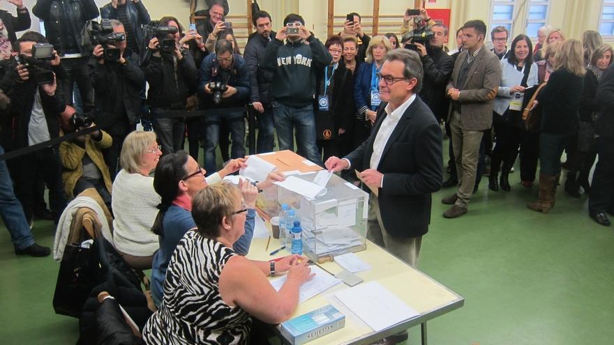 """Mas pide votar """"en plena conciencia del momento decisivo"""" en el que está Cataluña"""
