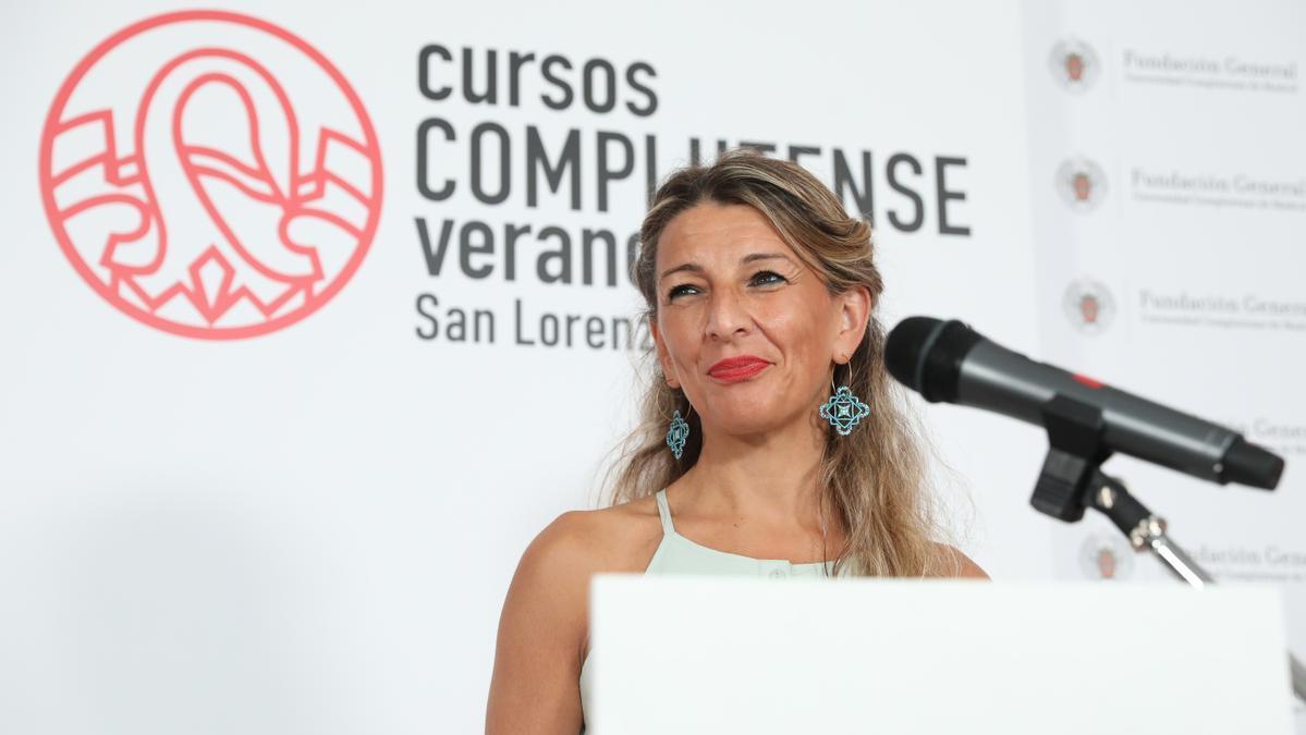 La vicepresidenta segunda del Gobierno y ministra de Trabajo y Economía Social, Yolanda Díaz, ofrece unas declaraciones a los medios en el contexto de los Cursos de Verano de la Universidad Complutense en San Lorenzo de El Escorial 2021.