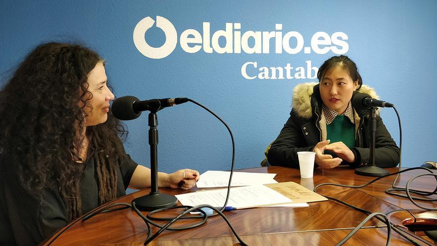 Patricia Manrique y Yanan Wang durante la grabación del podcast.