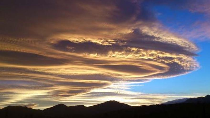 El ozono troposférico se produce por la acción de la radiación solar sobre otros gases.