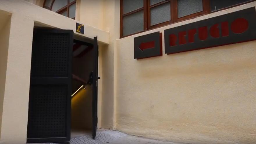 El acceso a uno de los refugios de la Guerra Civil recuperados en Valencia