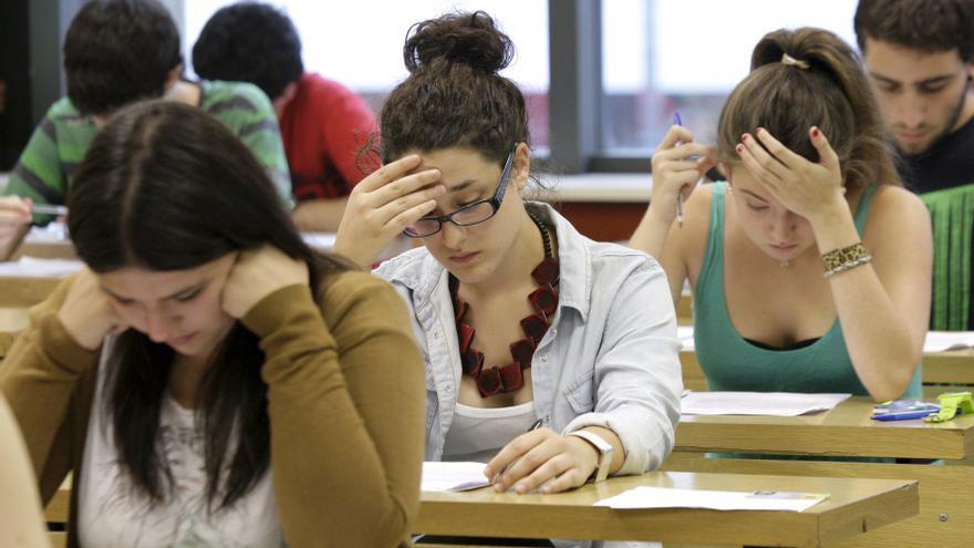 Alumnas de Bachillerato en un examen de selectividad. /EFE