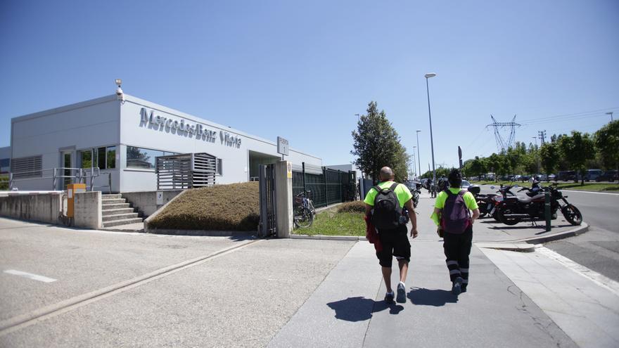 Archivo - Fachada de la planta de Mercedes-Benz de Vitoria. En Vitoria (Álava), a 18 de mayo de 2020.