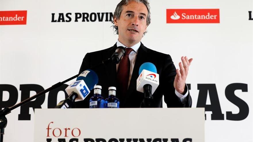 De la Serna reclama el apoyo del PSOE a los Presupuestos del Estado para 2018
