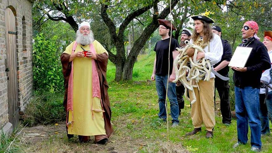 """Los pastafaris devotos deben vestir completamente con atuendo pirata y gritar """"¡Arrrgh!"""""""
