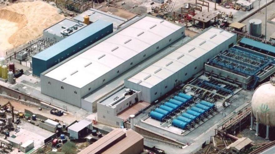 La Policía Nacional registra las instalaciones de la desaladora de Escombreras (Murcia)