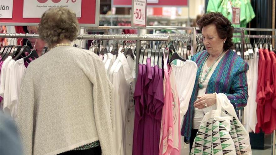 La confianza del consumidor marca un máximo en marzo al superar 100 puntos