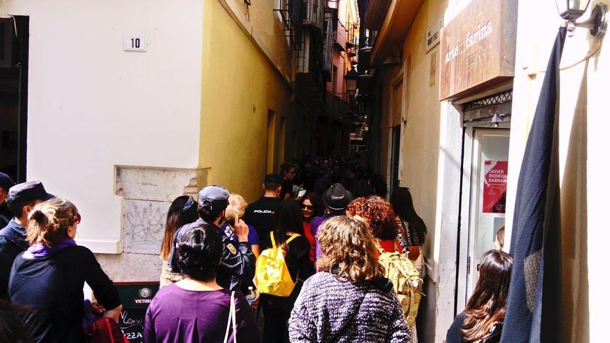 La Policía Nacional de Málaga identifica a mujeres que participaban en la huelga