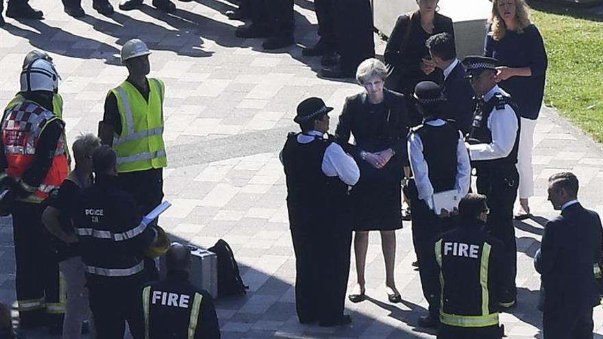 May recibirá a víctimas del incendio de Londres