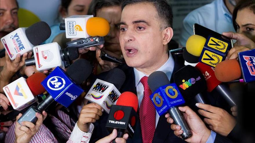 Ombudsman venezolano denuncia retención en Panamá tras sufrir otra en México