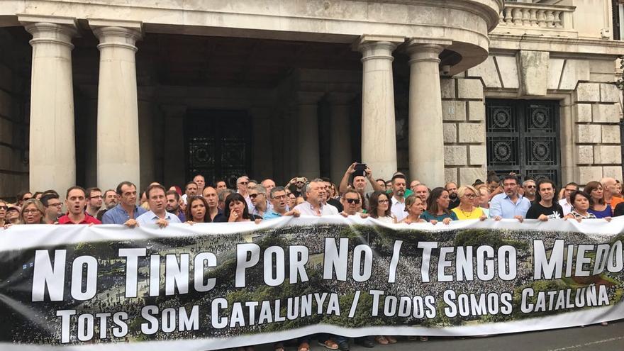 La pancarta contra el terrorismo en Valencia incluía una errata.