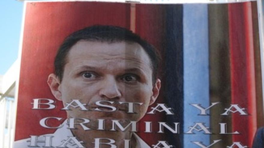 Una Pancarta De José Bretón, A Las Puertas De La Audiencia