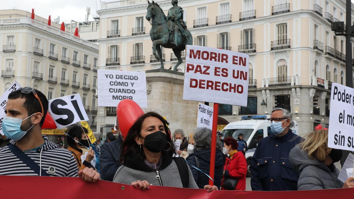 Concentración de Derecho a Morir Dignamente en la Puerta del Sol, en Madrid.