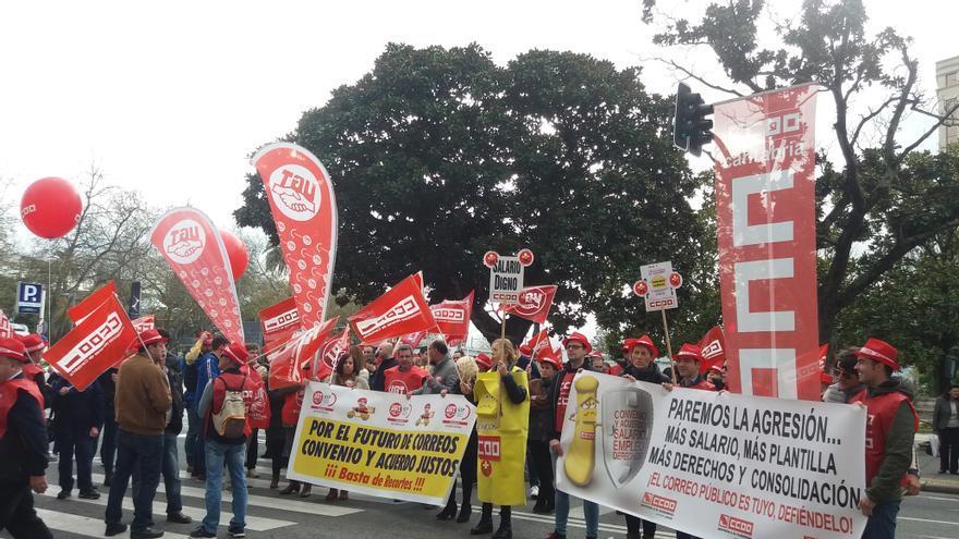 Los trabajadores de Correos permanecen en huelga.