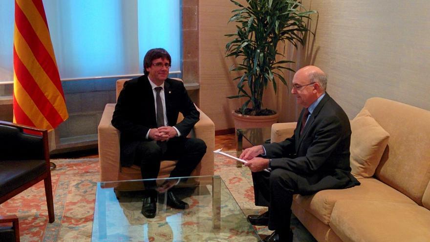 Puigdemont se reúne con el director de la Oac en la Generalitat