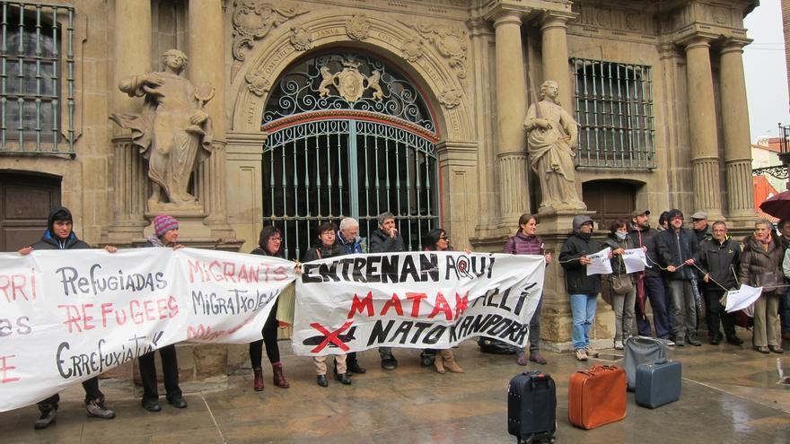 """Una manifestación pide en Pamplona medidas a favor de los refugiados y rechaza la """"inacción"""" de las instituciones"""
