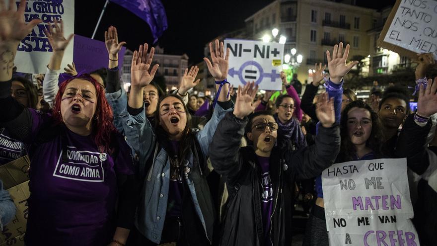 Manifestación feminista en Santander durante la huelga del 8M. | JOAQUÍN GÓMEZ SASTRE