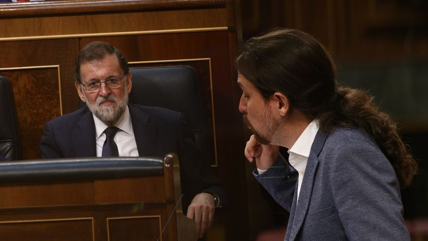Pablo Iglesias, en la tribuna del Congreso en un debate con Mariano Rajoy.