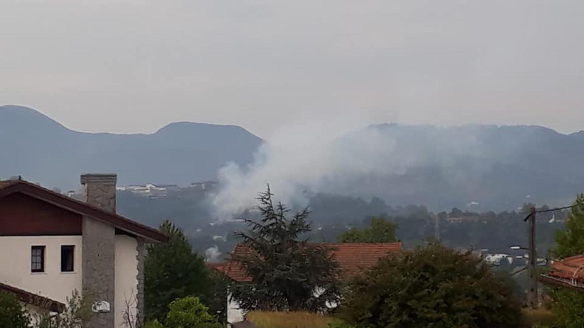 Humo proveniente de fábricas en Erandio, Bizkaia