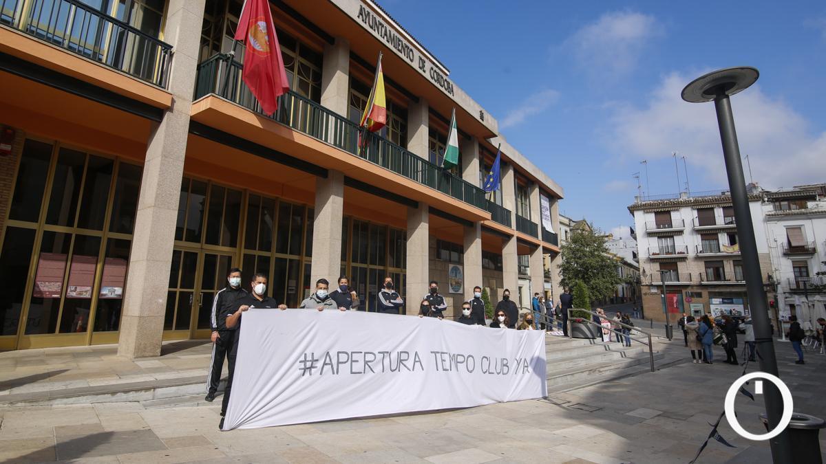 Los trabajadores de Tempo protestan a las puertas del Ayuntamiento