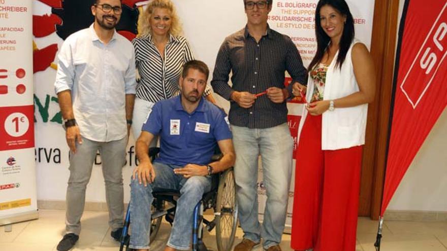 Presentación de la nueva remesa de bolígrafos solidarios en Lanzarote.