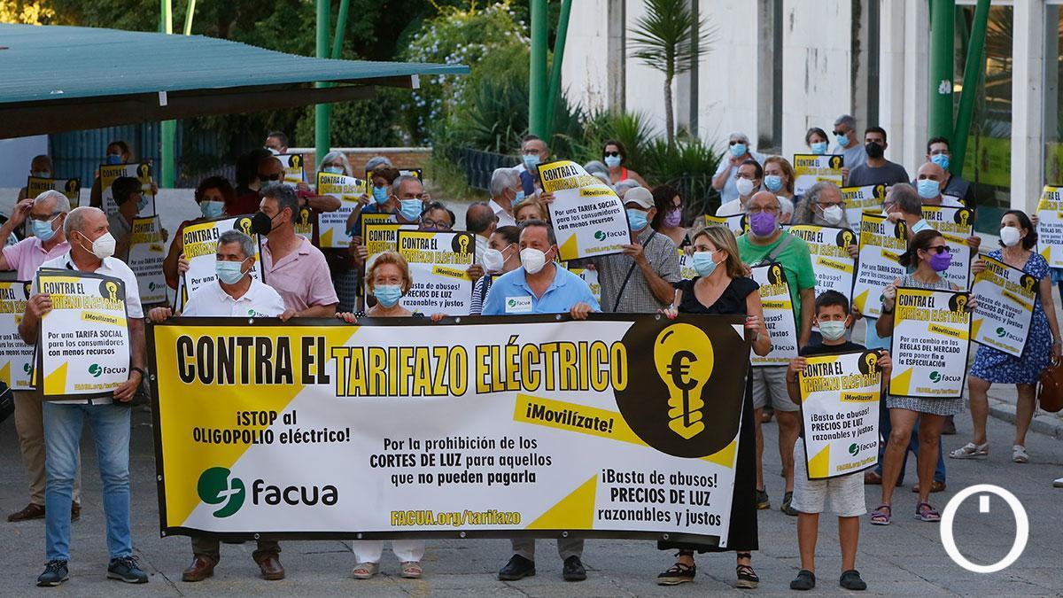 Protesta contra el tarifazo eléctrico organizada por FACUA