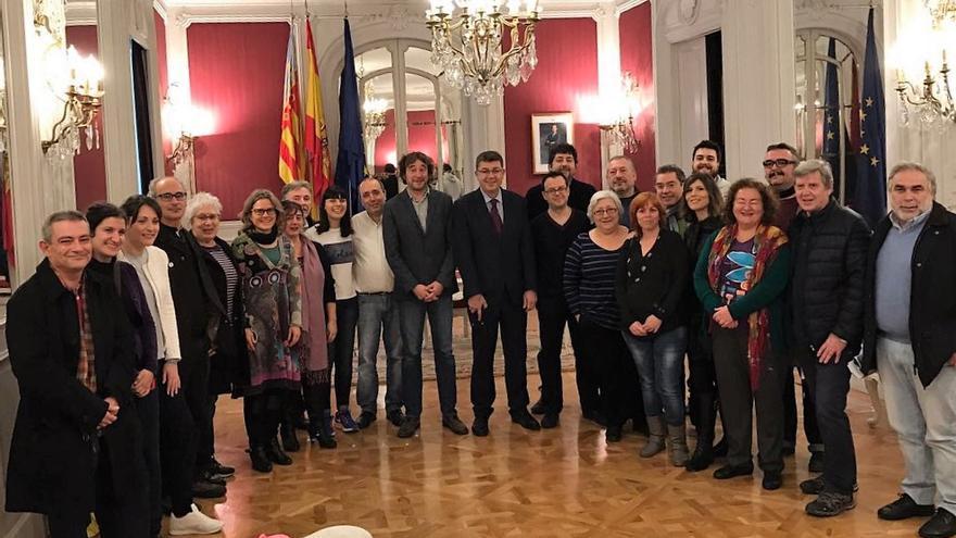 La plataforma pels drets lingüístics presenta su informe anual en las Corts Valencianes