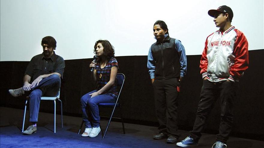 """El equipo del filme """"La Jaula de Oro"""" se reúne con escolares franceses"""