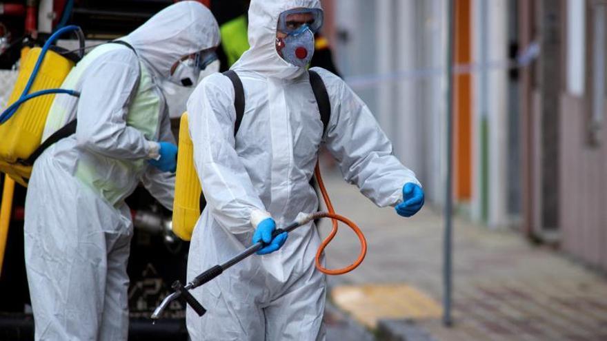 Felipe VI felicita a la UME por su colaboración en la lucha contra el virus