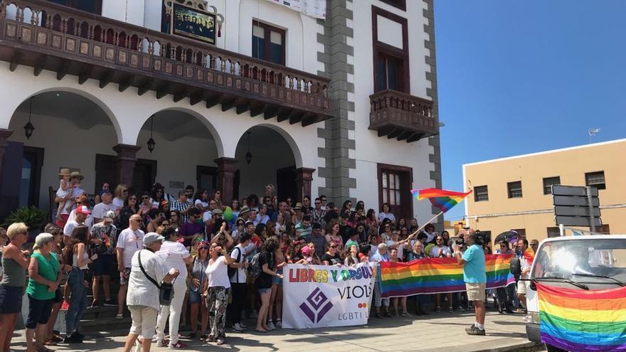 Salida de la marcha desde el Ayuntamiento de Tazacorte.