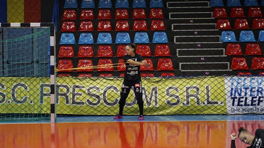 La portera Silvia Navarro representa al Rocasa en la selección.