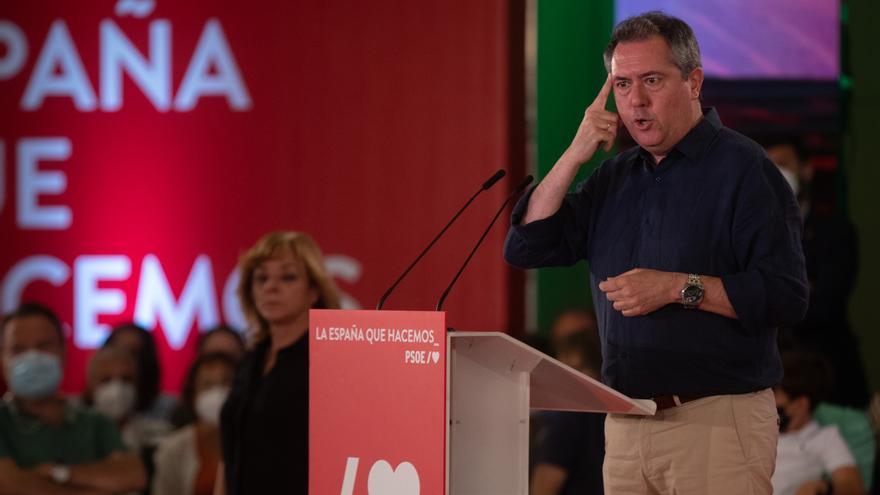 El candidato socialista a la Presidencia de la Junta, Juan Espadas,  durante su intervención en un acto de partido. En Hotel Barceló Renacimiento, a 17 de julio de 2021 en Sevilla (Andalucía, España).