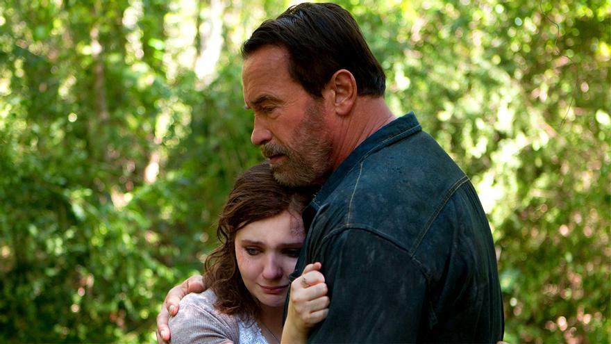 """Abigail Breslin y Arnold Schwarzenegger en """"Maggie"""""""
