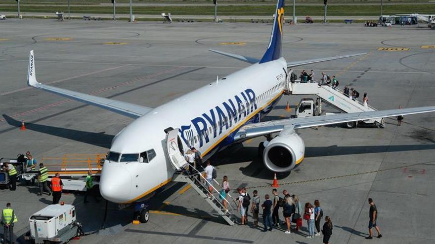 Ryanair cerrará bases y hará recortes por los retrasos en los pedidos de Boeing