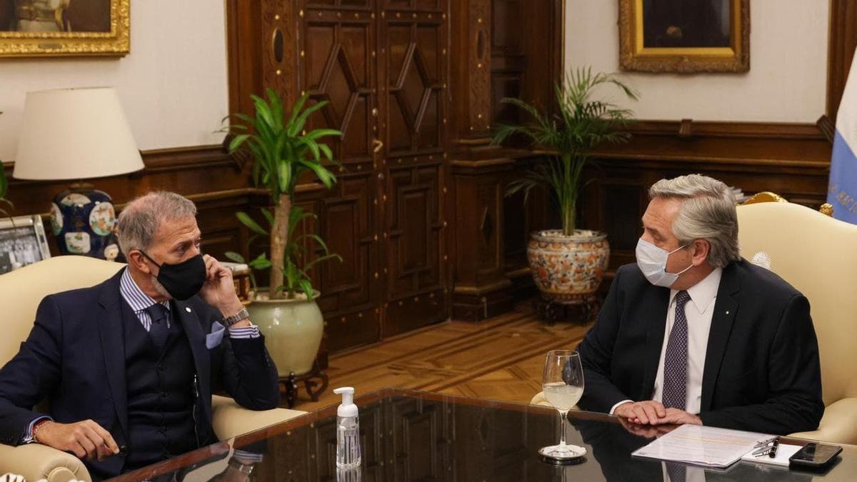 El titular de la DAIA, Jorge Knoblovits, junto al presidente Alberto Fernández