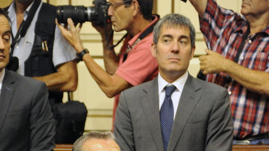 Paulino Rivero y Fernando Clavijo, en el pleno constituyente del Parlamento de Canarias (GOBIERNO DE CANARIAS)