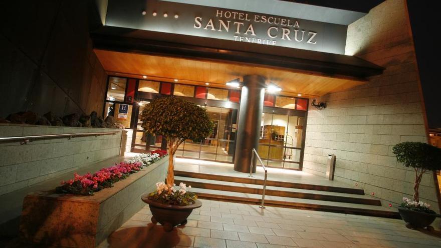 Hotel Escuela de Santa Cruz, con su acceso principal