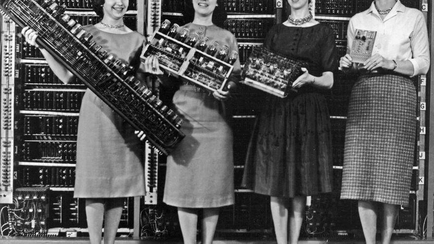 """Las """"chicas del ENIAC"""", seis informáticas encargadas de calcular estadísticas durante la Segunda Guerra Mundial"""