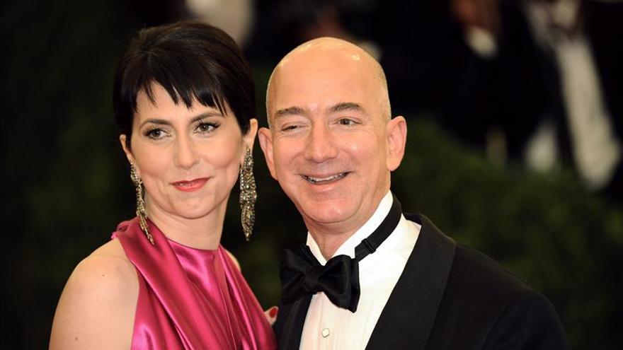 La mujer de Jeff Bezos pone la peor nota en Amazon a un libro sobre su esposo