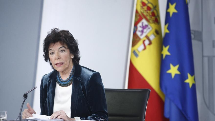 """Celaá defiende reabrir las clases en junio por su """"valor terapéutico y emocional"""""""