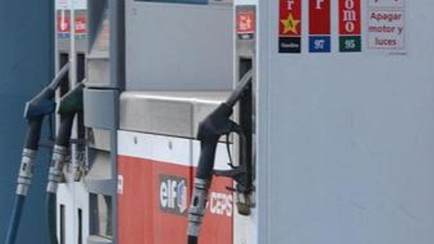 La gasolina y el gasóleo se encarecen en España cinco puntos más que en la Unión Europea