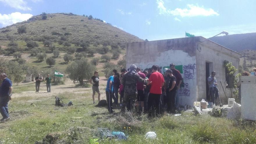 """Desalojo """"pacífico"""" de la finca 'Cerro Libertad' ocupada por miembros del SAT tras personarse la Guardia Civil"""