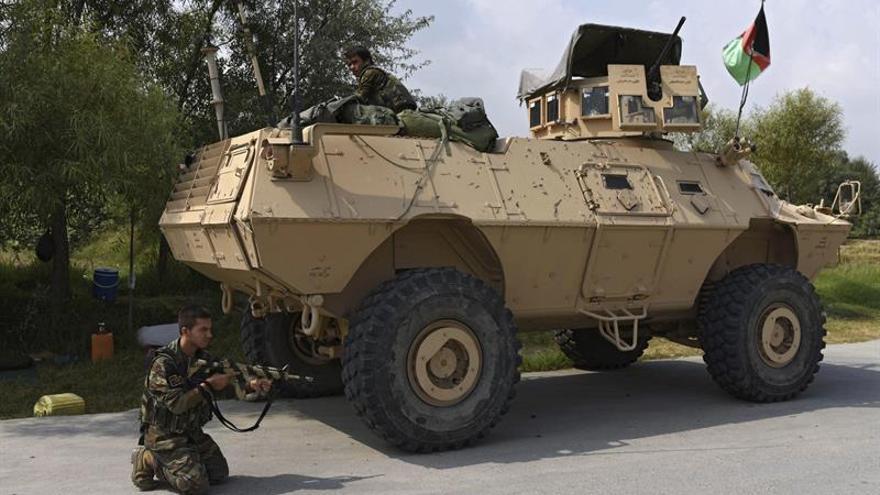 Afganistán lanza ofensiva por tierra y aire contra EI tras atentado en Kabul