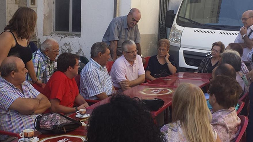 Baltasar Garzón con varios familiares en un encuentro en El Toro (Castellón)